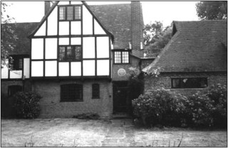 Top Meadow showing blue plaque | Beaconsfield & District Historical Society