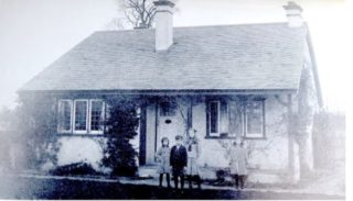 The Frost Children standing in front of The Bungalow, Reynolds Road in 1913 | George H Browne Robert Frost Collection;  Michael J Spinelli Jr. Centre for University Archives and Special Collections; Herbert H Lamson Library, Plymouth State University.