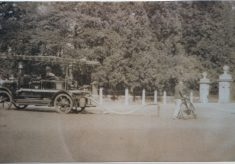 Photograph of early Beaconsfield fire engine
