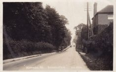 Black & white postcard of Wycombe End/Oxford Road looking east