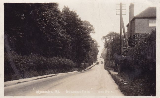 Black & white postcard of Wycombe End/Oxford Road looking east | Unknown